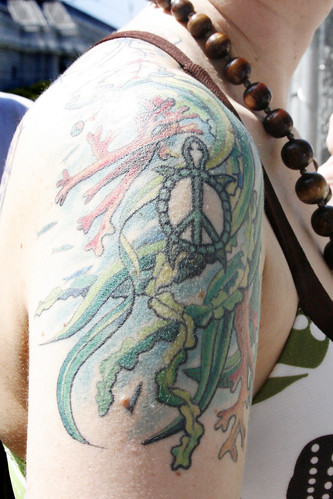 Fashion female and have fun tattoo peace for Back mural tattoo designs