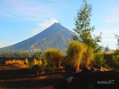 volcano philippines olympus mayon bicol landsacpe evolt albay erruption sonic07 zd18180mm e620