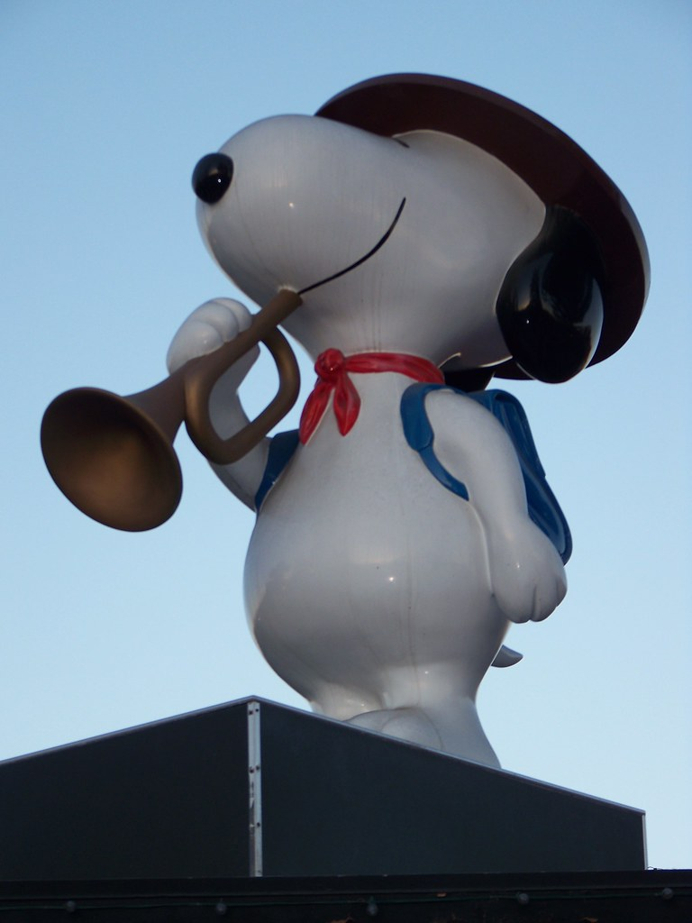 Snoopy atop the Snoopy HQ at Knott's Berry Farm