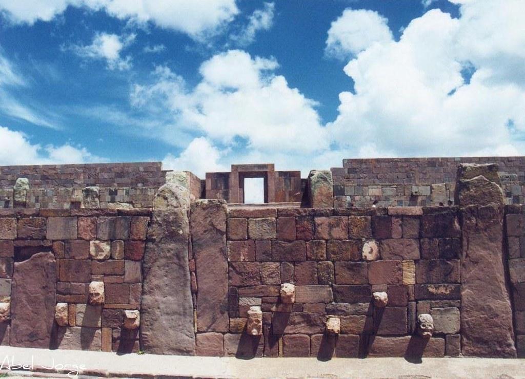 Templete subterraneo y Puerta del Sol