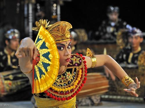 Bali, Traditional Legon dance