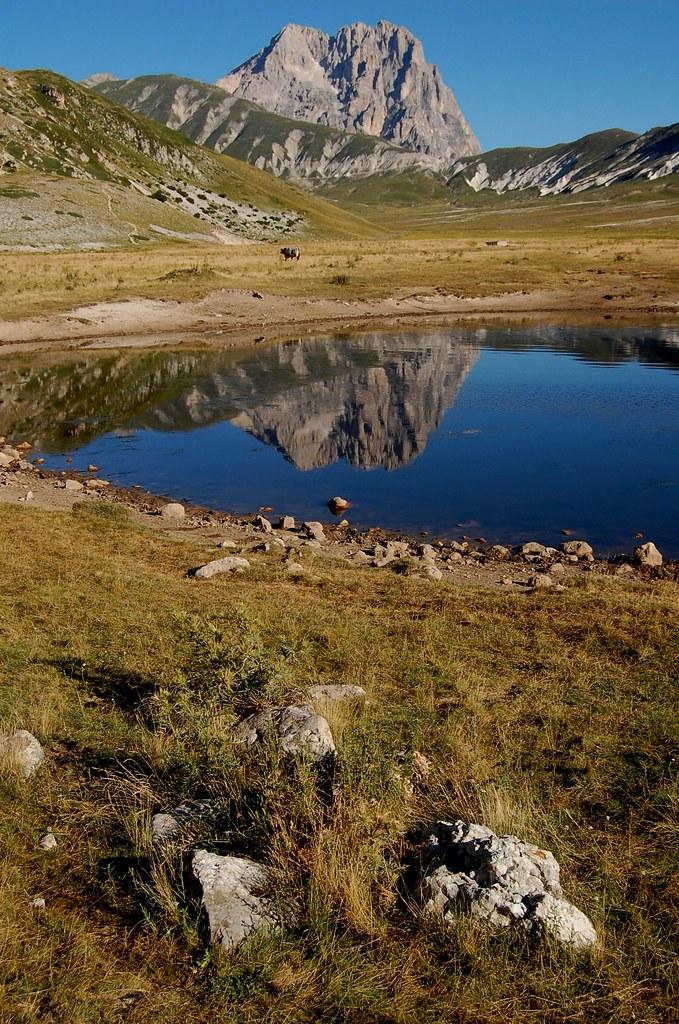 Lo specchio del gran sasso il lago pietranzoni campo imperatore - Ristorante lago lo specchio ...