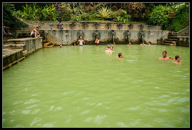 Sulphur well at Air Banjar by CC user dielis on Flickr