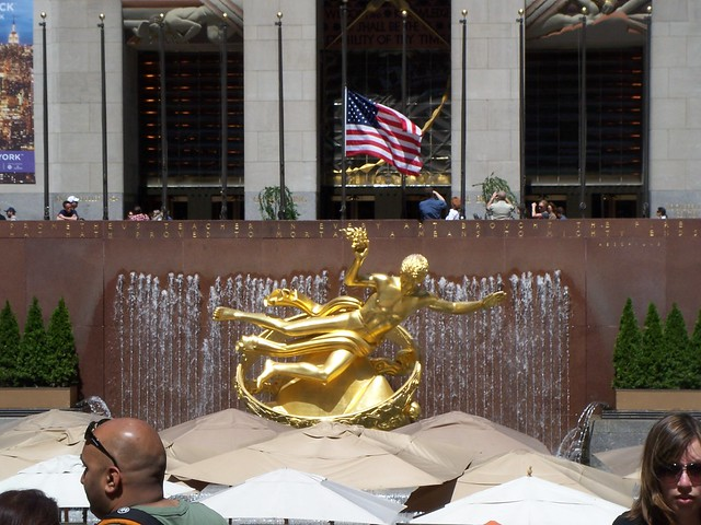statue at rockafeller center