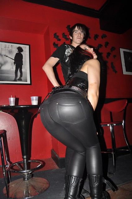big-booty-in-latex