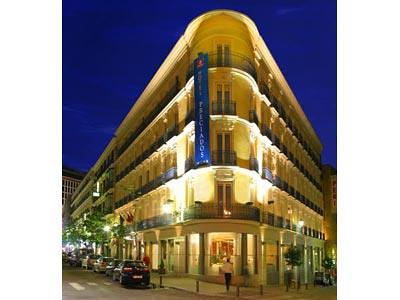 Fachadas de hoteles inusuales en madrid placer de viaje for Fachadas de hoteles de lujo
