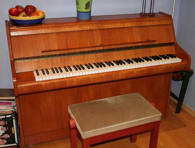 Bentley compact upright piano 85c flickr photo sharing for Small upright piano dimensions