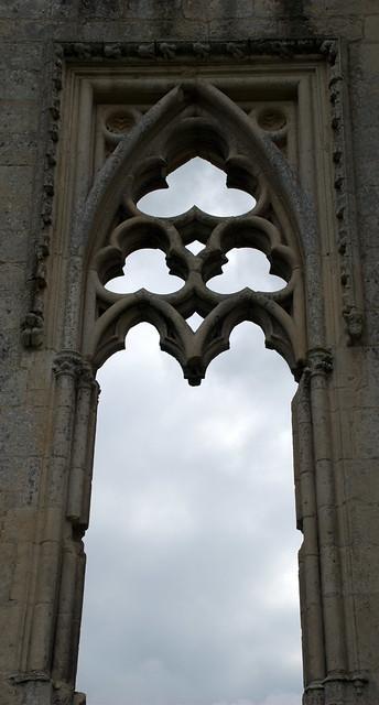 Ciel a travers une fen tre gothique flickr photo sharing for Fenetre gothique