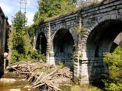 devil's bridge(0.0), ancient history(0.0), transport(0.0), waterway(0.0), arch(1.0), aqueduct(1.0), ruins(1.0), arch bridge(1.0), viaduct(1.0), bridge(1.0),