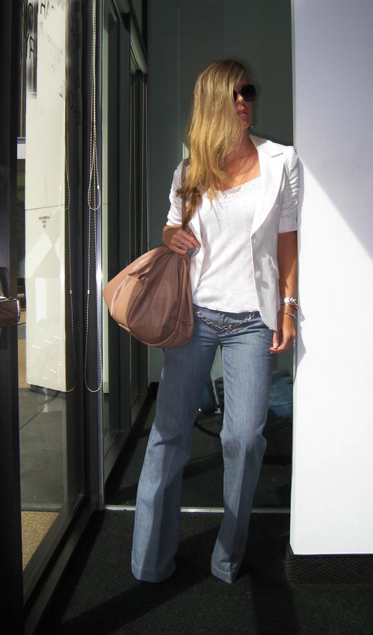 while-blazer-calvin-klein-trouser-jeans-4