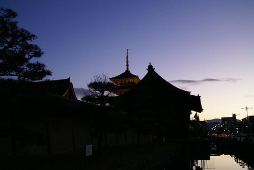 morning japan sunrise geotagged temple kyoto 京都 日本 寺 toji 東寺 日の出 朝 geo:lat=3497937038603572 geo:lon=13574627503752708