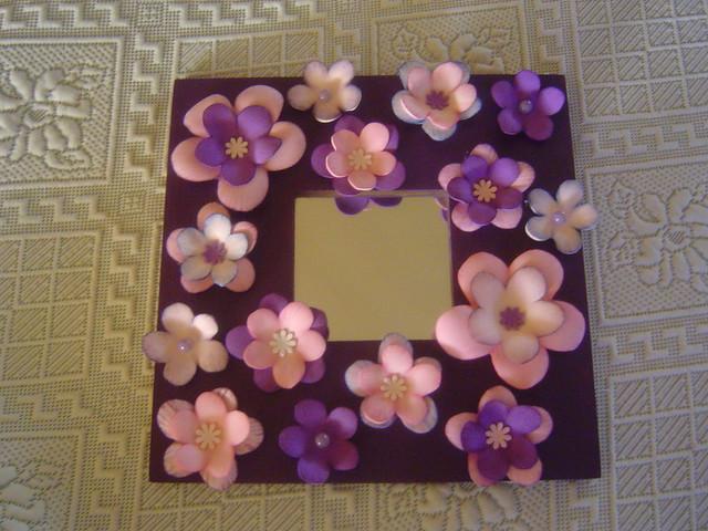 Espejo flores hechas de goma eva foami by - Como decorar un espejo ...