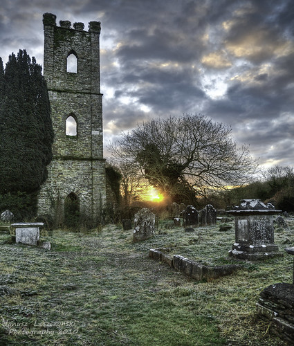 old ireland winter cold tower cemetery sunrise geotagged ruin graves gaelic hdr countycork innishannon janusz leszczynski walkingontheoldpatch 004603 iniseonaín geo:lat=51764993 geo:lon=8660042