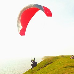 sport kite(0.0), toy(0.0), paragliding(1.0), parachute(1.0), air sports(1.0), sports(1.0), windsports(1.0), extreme sport(1.0),