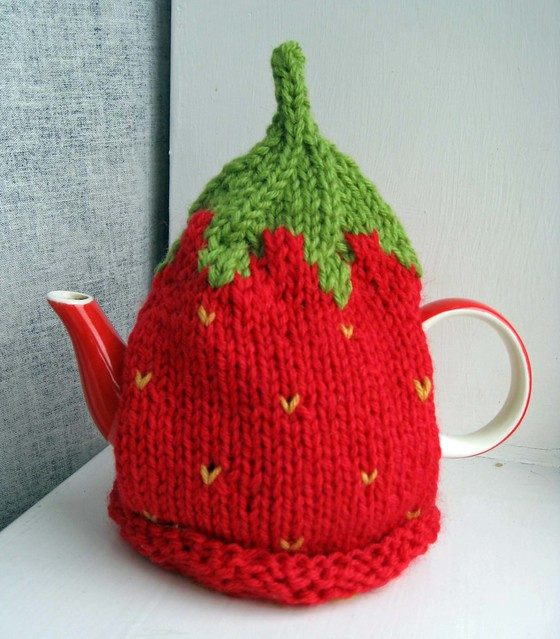 Knitting Pattern For Strawberry Tea Cosy : strawberry cosy, for Kims pattern: Strawberry Tea Cosy ...