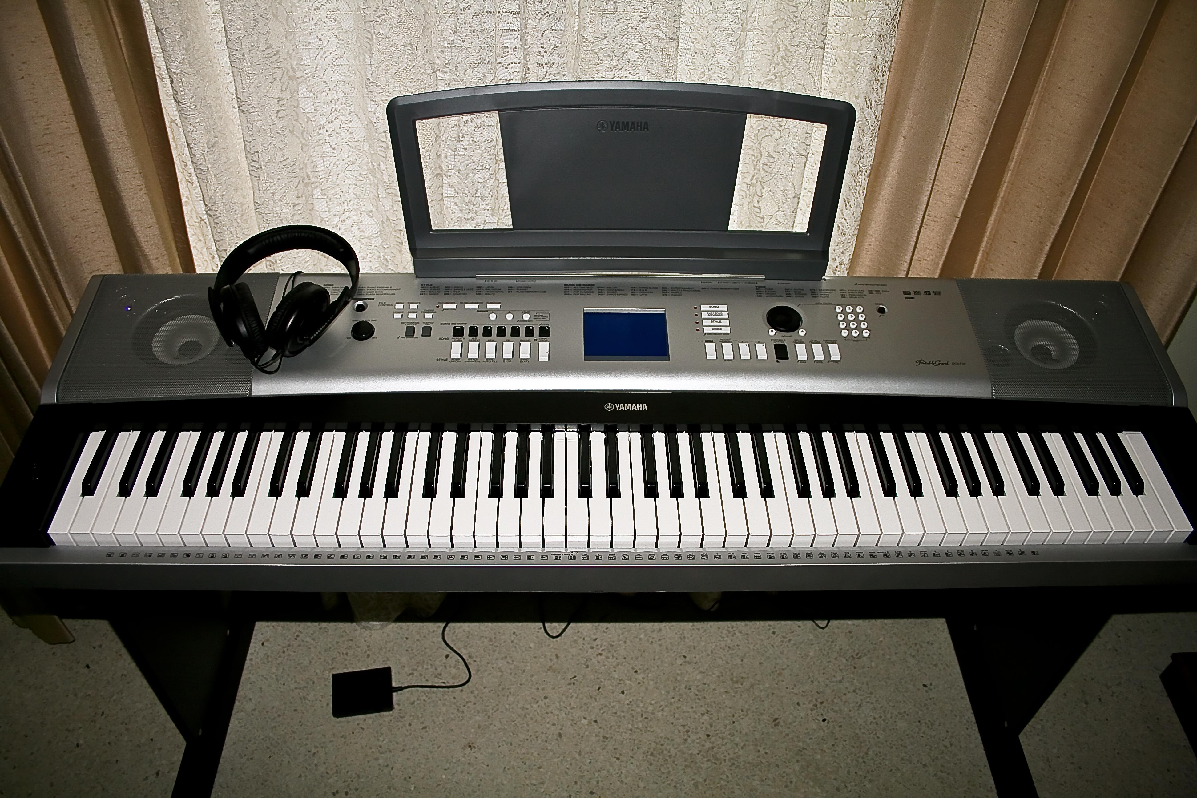 Yamaha dgx 530 88 key portable grand piano keyboard for Yamaha 88 keyboard