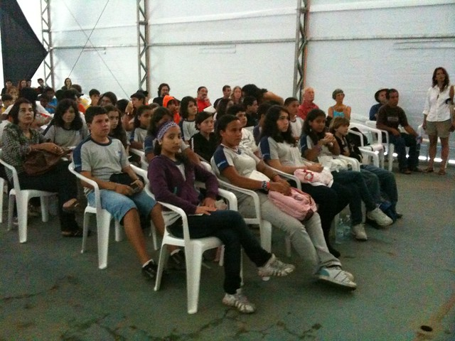 Paraty schoolchildren listening to a talk about Darwin