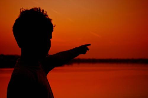 boy sunset india nature water canon landscape twilight horizon handheld dslr 2009 soe supershot flickrsbest efllens worldbest platinumphoto anawesomeshot diamondclassphotographer citrit theunforgettablepictures canoneos5dmarkii theperfectphotographer rubyphotographer goldenheartaward