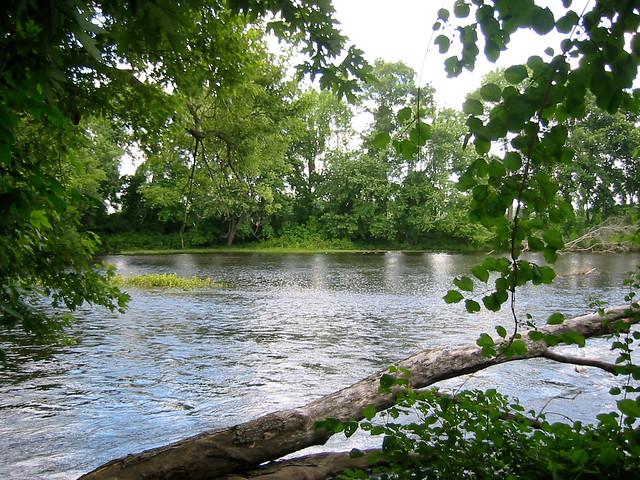pequabuck river and farmington meet