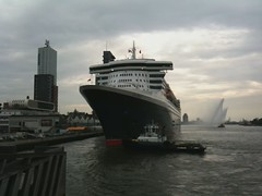 Queen Mary 2 Honks