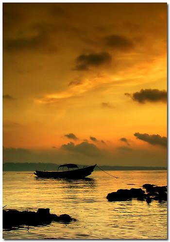 sea sunrise boat wide havelock stationary andaman aplusphoto skylight1b pentaxk200d pentax1855mmii gradsunsetfilter