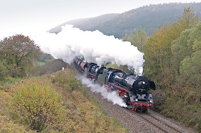 66. De doorkomst van 41 1144 en 41 1150 met DGz 93352 van Bad Salzungen naar Meiningen vlak voor Meiningen 24-10-2009.jpg