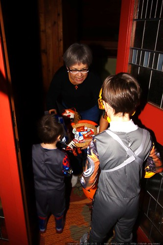 first house! paula offering the transformers a big bowl of candy    MG 7180