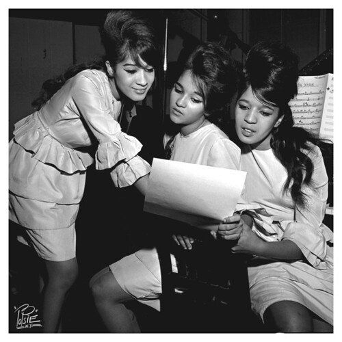 The Ronettes - Breakin' Up