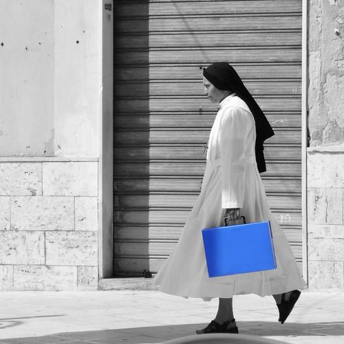 italien blue italy italia laptop nun blau suora vieste nonne apulia gargano apulien rainer❏
