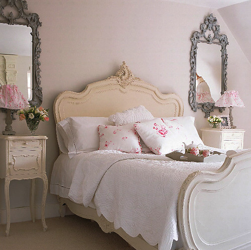 Shabby Chic Bedrooms: Pink Shabby Chic Bedroom