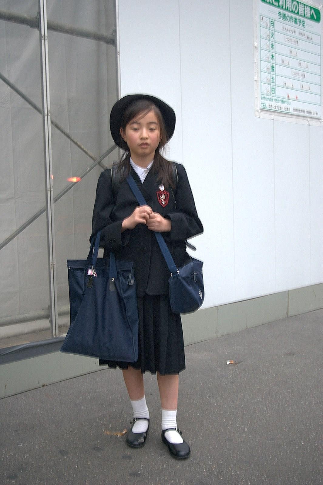 ■ストラップシューズを履いた女子中高生の画像■YouTube動画>3本 ->画像>411枚