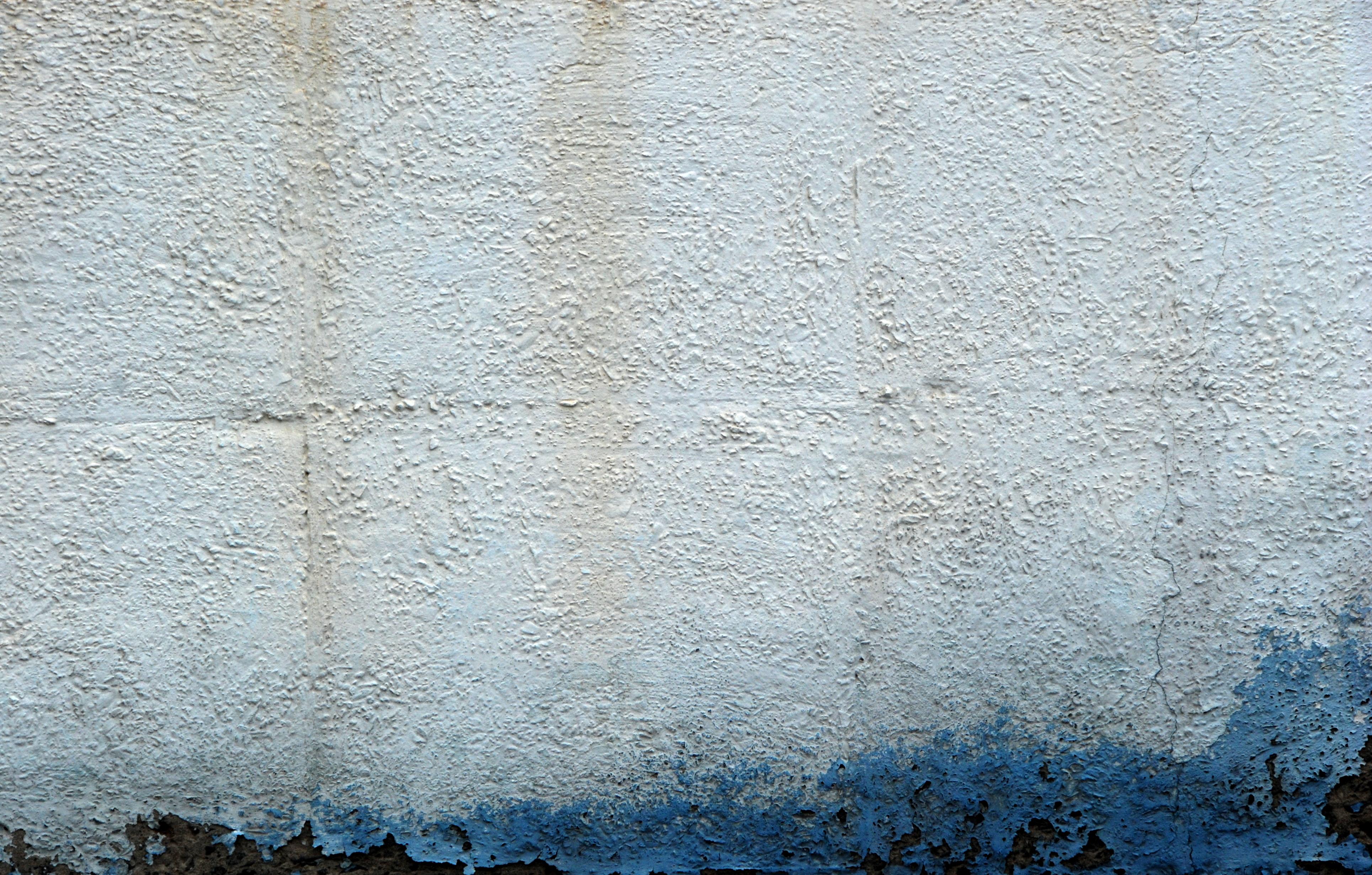Pared blanca con humedad azul canarias creativa - Soluciones para paredes con humedad ...