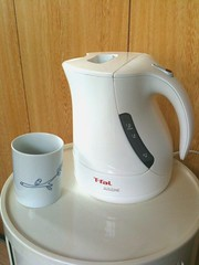 mixer(0.0), blender(0.0), coffee cup(0.0), kitchen appliance(1.0), cup(1.0), kettle(1.0), small appliance(1.0),