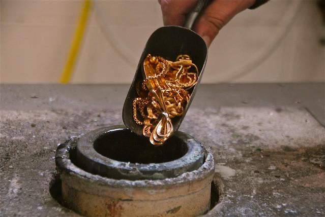 Negli ultimi cento anni il prezzo dell'oro e'stato deciso da quattro persone. Ora si cambia