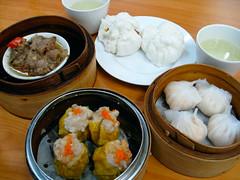 steamed rice(0.0), dim sum food(1.0), meal(1.0), momo(1.0), food(1.0), dish(1.0), shumai(1.0), cuisine(1.0),