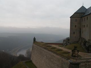 Festungsbauwerk mit Blick auf den Elbbogen bei Königstein476