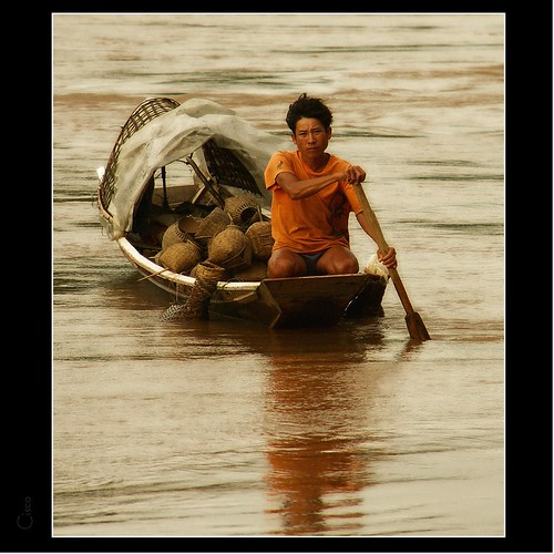 "portrait cisco rowing laos ritratto mekong luangprabang photographia 5photosaday ""photographia"""