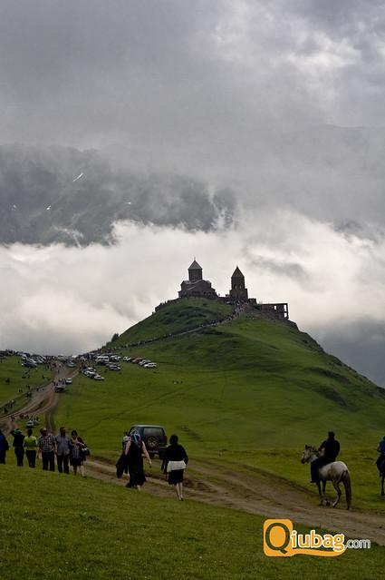 Widok na klasztor w Kazbegi, Gruzja