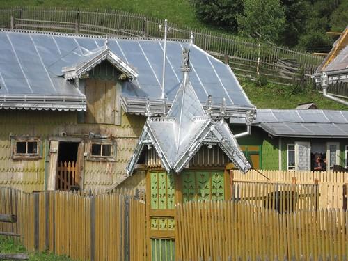 Bucovina ciocanesti village - The painted houses of ciocanesti ...