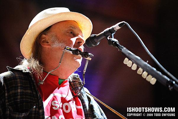 Neil Young @ Farm Aid 2009 - Music Photography - ishootshows.com