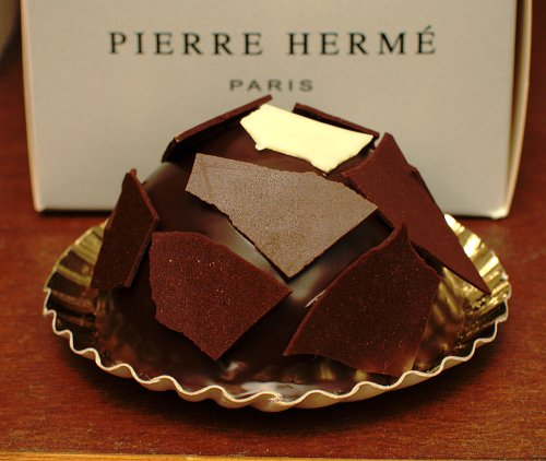 Inspired patissier pierre herm at the mus e quai branly for Cake au chocolat pierre herme