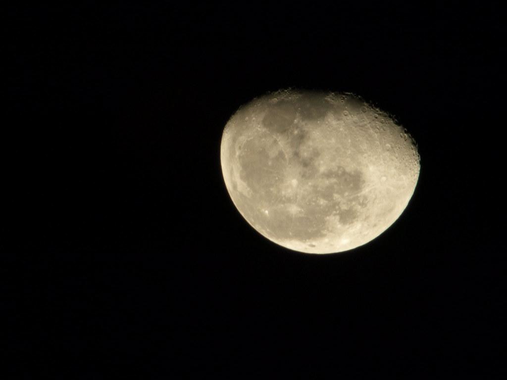第一次拍月亮就上手 XD