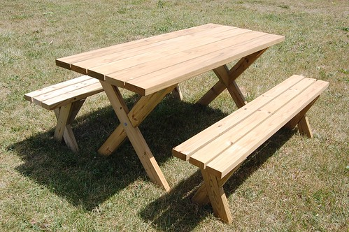 weekend diy picnic table project diydiva. Black Bedroom Furniture Sets. Home Design Ideas