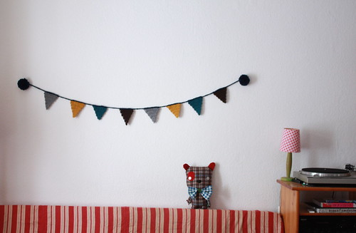 pom poms crochet bunting for the winter days