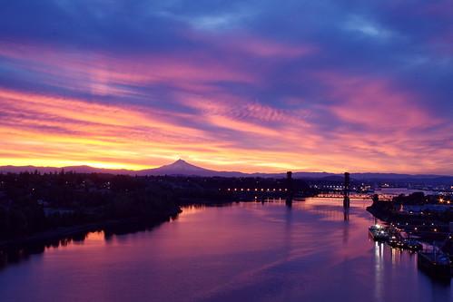 sky mountain oregon sunrise river portland mthood mounthood gi willamette nxt