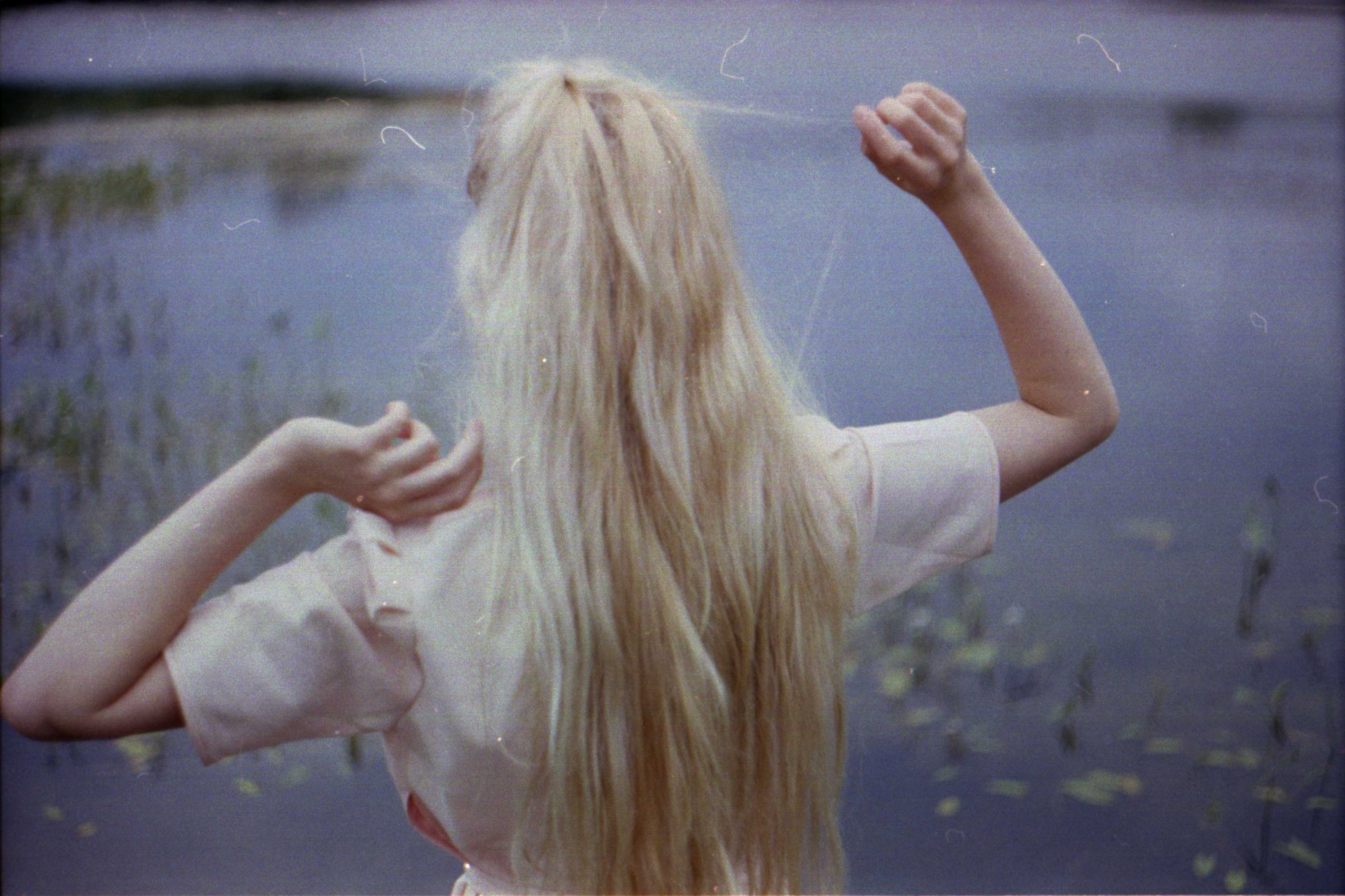 Фото блондинка вид со спины 17 фотография