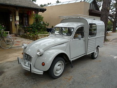 mid-size car(0.0), morris minor(0.0), city car(0.0), off-road vehicle(0.0), compact car(0.0), antique car(0.0), automobile(1.0), van(1.0), vehicle(1.0), citroã«n acadiane(1.0), vintage car(1.0), land vehicle(1.0),