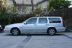 volvo s70(0.0), compact car(0.0), sedan(0.0), automobile(1.0), automotive exterior(1.0), family car(1.0), vehicle(1.0), volvo v70(1.0), volvo 850(1.0), full-size car(1.0), bumper(1.0), land vehicle(1.0), luxury vehicle(1.0),