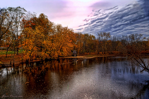 trees sky fallcolors massachusetts fallfoliage coulds concordma minutemannationalhistoricalpark concordriver platinumheartaward reflectionslovers jeanetterunyon oldmanseboathouse
