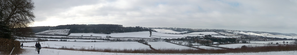 Snowy vista Saunderton via West Wycombe (short Walk)
